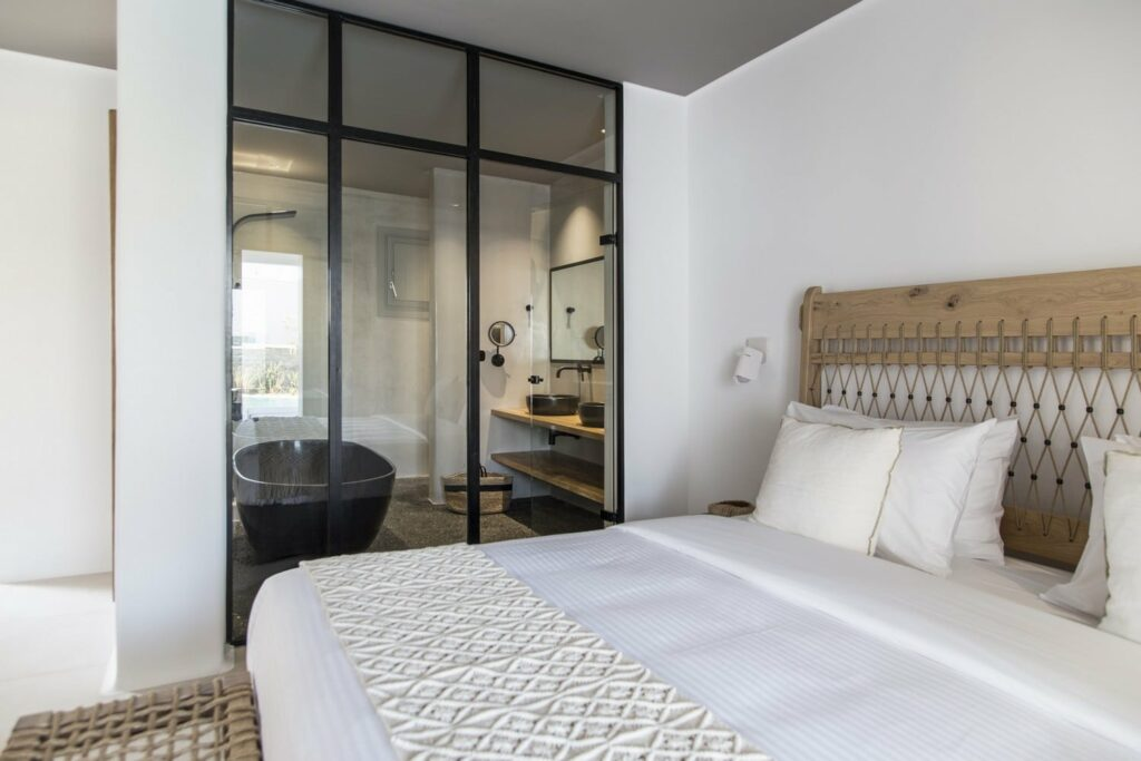 Junior Suite with Private Pool – Bathroom View
